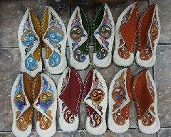 Казахские тапочки из верблюжей шерсти