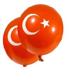 Воздушный шар с изображением турецкого флага